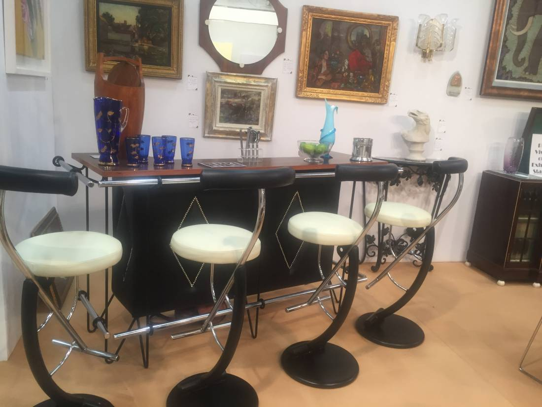 Very Funky Vintage Bar With Matching Stools