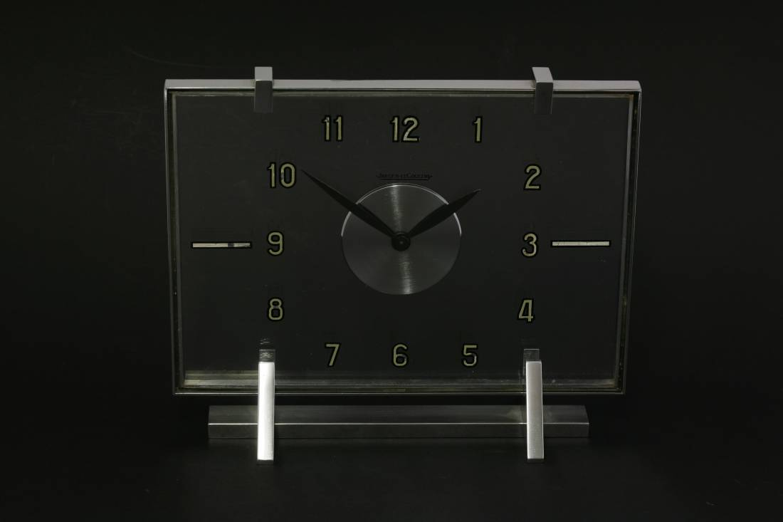 A Smart Transparent Desk Clock