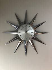 QUIRKY STAR SHAPED CLOCK